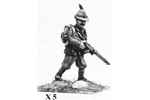 Alpini with cap, advancing.