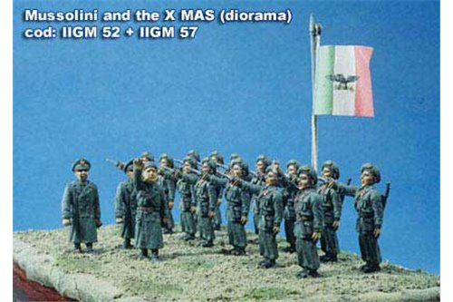 Command group with Mussolini and different officers.