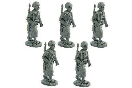 Infantrymen of the line or artillerymen with overcoat, marching (also to be used with BIT 8 and BIT 9)