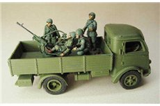 Artillery crew with in continental uniform for Antiaircraft mounted on the truck.( 4 miniatures)